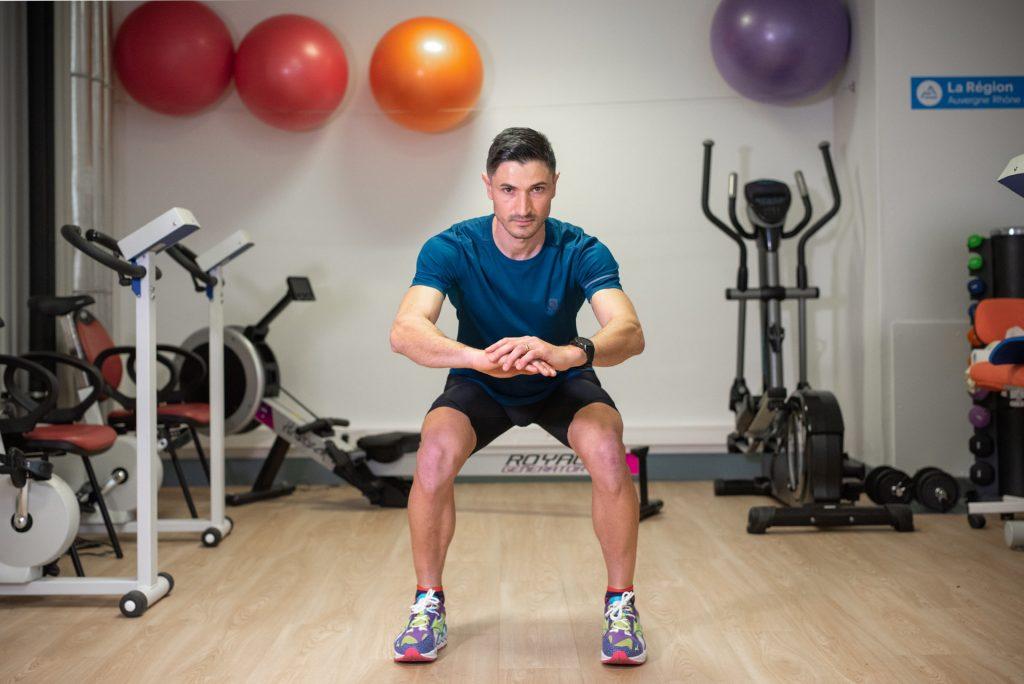 Séance de coaching, exercice en salle, Coach sportif Brunet Yoann, squat statique